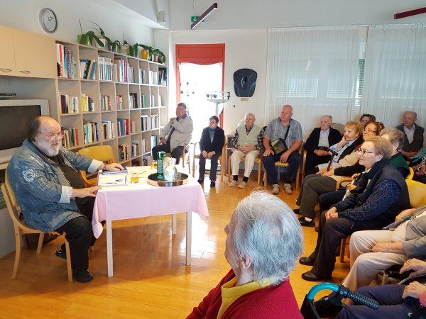Sretne priče: Knjižnice pokrenule val čitanja štićenicima domova za starije i nemoćne u Istarskoj županiji